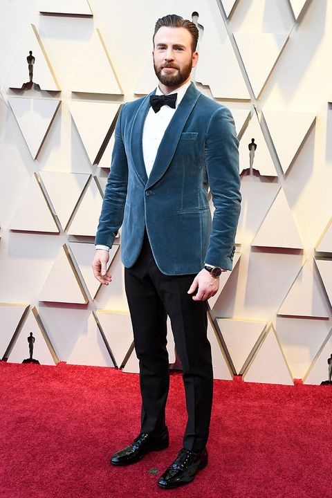 Suit, Red carpet, Carpet, Clothing, Formal wear, Tuxedo, Fashion, Flooring, Facial hair, Outerwear,