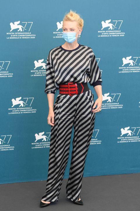 ベネチア国際映画祭2020、セレブの最重要アクセはマスク!【随時更新】