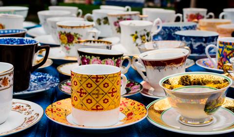 Cup, Coffee cup, Cup, Porcelain, Teacup, Tableware, Drinkware, Ceramic, Serveware, Saucer,