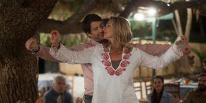 Aglaia Szyszkowitz y Alexis Georgoulis en la película Un verano en Grecia.