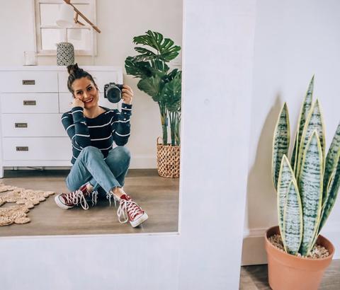 la youtuber verdeliss en su nuevo dormitorio decorado por banak importa