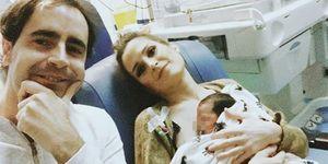 Verdeliss en el hospital con su marido y su bebé