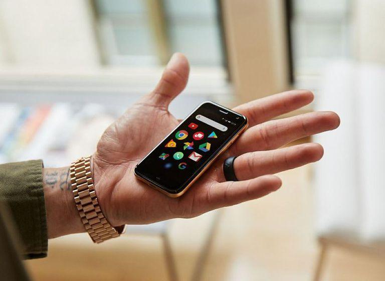 Arriva lo smartphone più piccolo del mondo