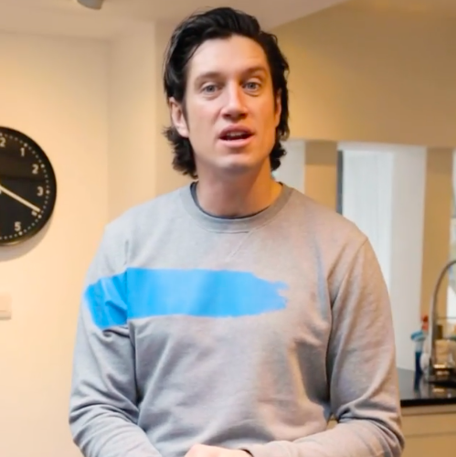 vernon kay demonstrates 'figure of 8' mopping technique