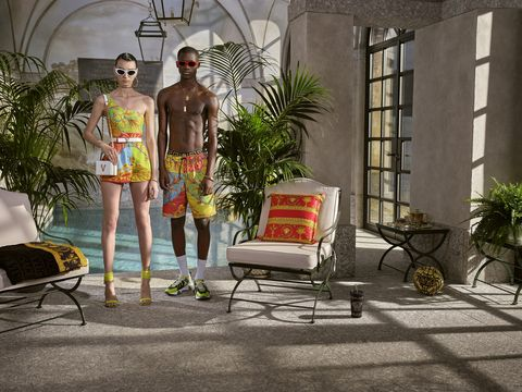 le vacanze dell'estate 2020 potranno essere al mare, in montagna o in città, ma saranno alla moda con il mix in valigia dei vestiti, accessori e scarpe estive