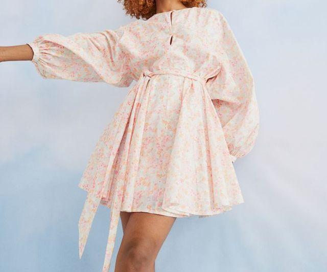 vestido corto de vuelo hm