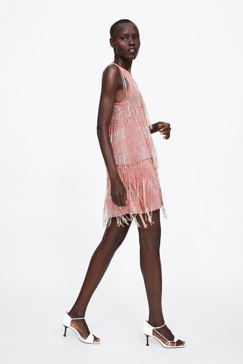 70232d1def El vestido de fiesta corto en Zara primavera verano más increíble