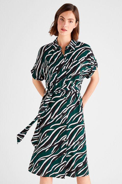 vestido estampado de cortefiel perfecto para renovar tu armario con un gran descuento