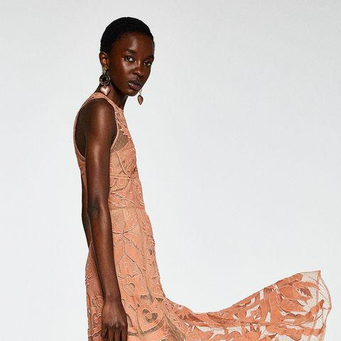 930231964c El vestido de invitada de Sfera que supera con creces todos los que ...