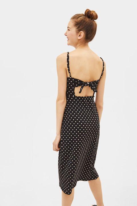 6f066a3eb El vestido midi de lunares de Bershka con espalda descubierta de 20 €