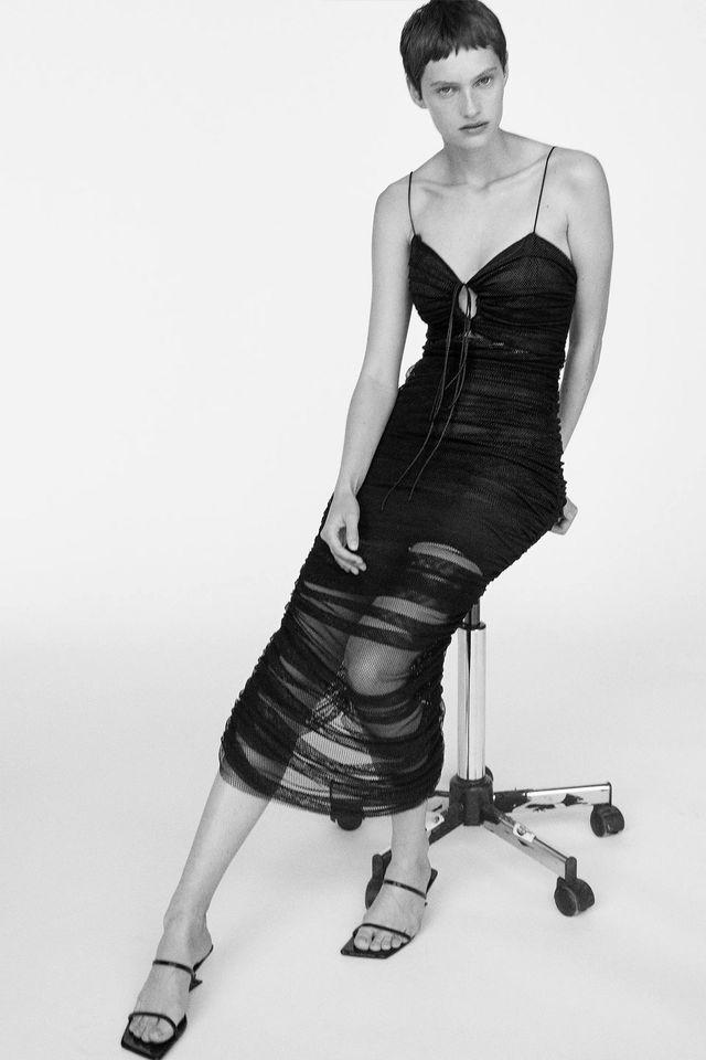 vestido midi de tul en negro de zara