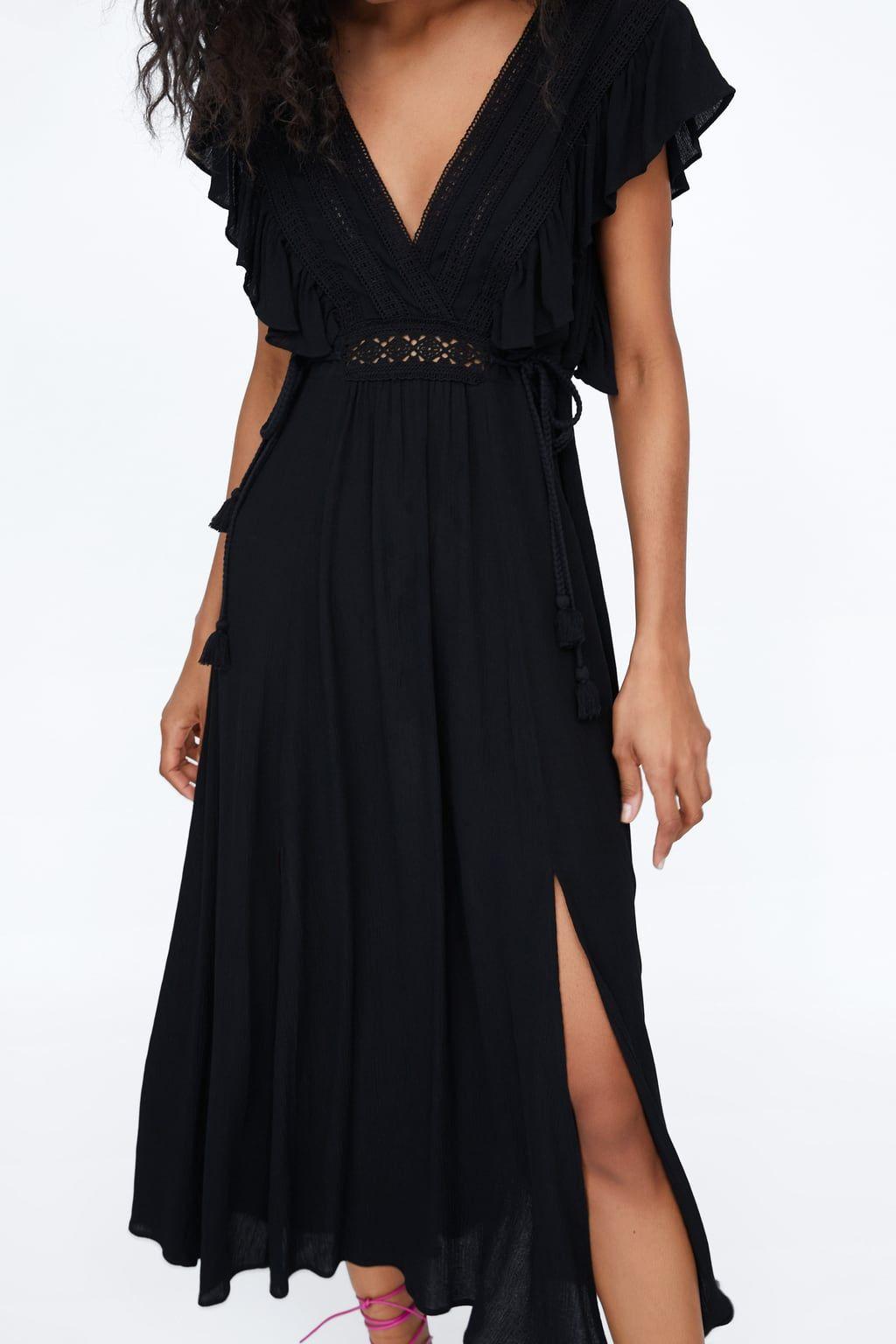 El vestidazo midi negro de Zara que cumple los requisitos