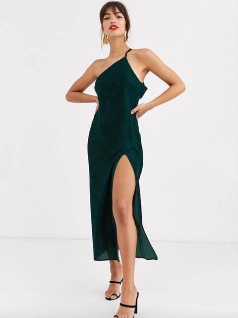 Dress, Fashion model, Clothing, Cocktail dress, Shoulder, Leg, Neck, Joint, Thigh, Fashion,