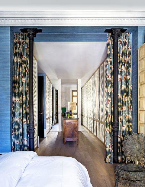 Vestidor con cortinas