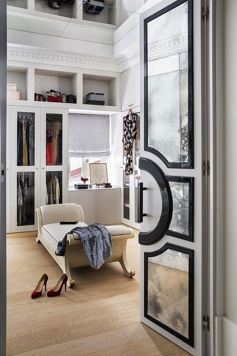 Vestidor con techo de espejo