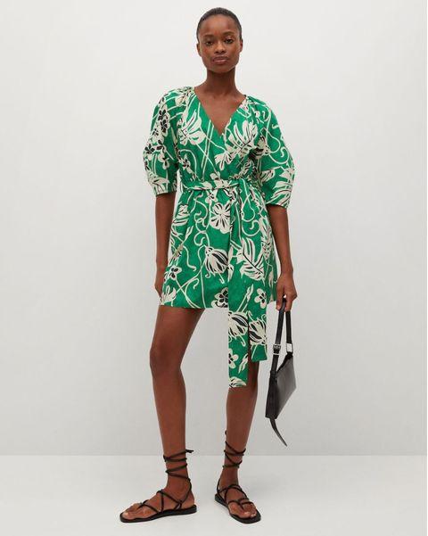 vestido cruzado y estampado en flores de mango