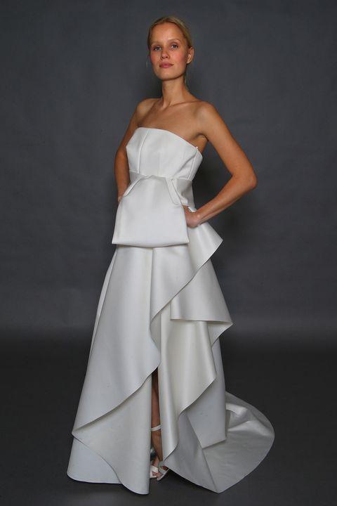 Guarda i vestiti da sposa destinati a segnare la moda 2018 e scopri tutte  le d824b5c5fe8