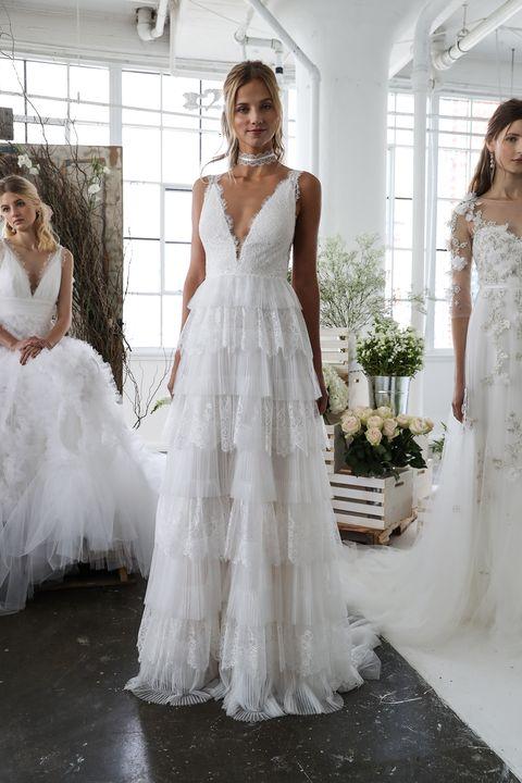 139023f639ac  Guarda i vestiti da sposa destinati a segnare la moda 2018 e scopri tutte  le