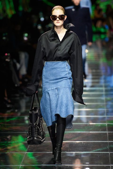 vestiti-di-denim-primavera-estate-2019-balenciaga