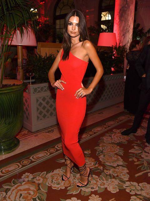 vendita all'ingrosso saldi vari design Vestiti Zara moda 2019, quello lungo di Emily Ratajkowski è hot
