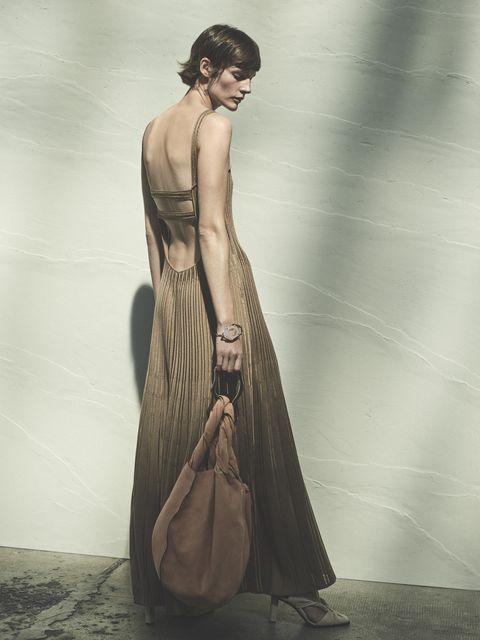 l'abito lungo elegante è una coccola speciale, un vestito estivo che accende di magia i tuoi look tra modelli chemisier, frange e dettagli cut out fuori ultra chic