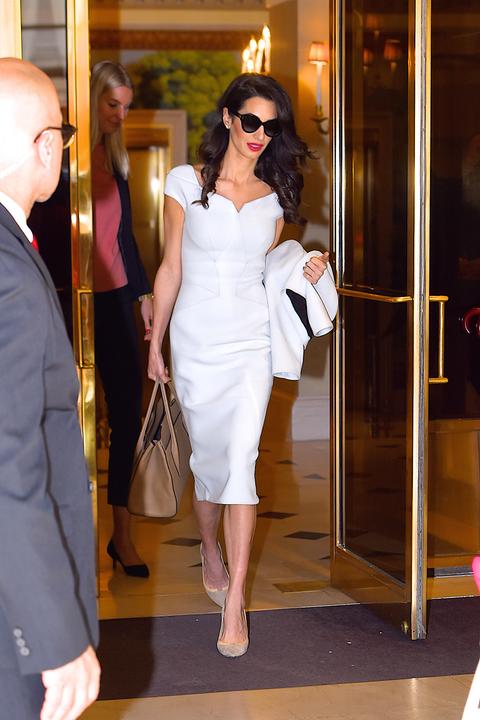 pretty nice e15ad dc00c Vestiti moda 2019: quello bianco di Amal Clooney è tendenza ...