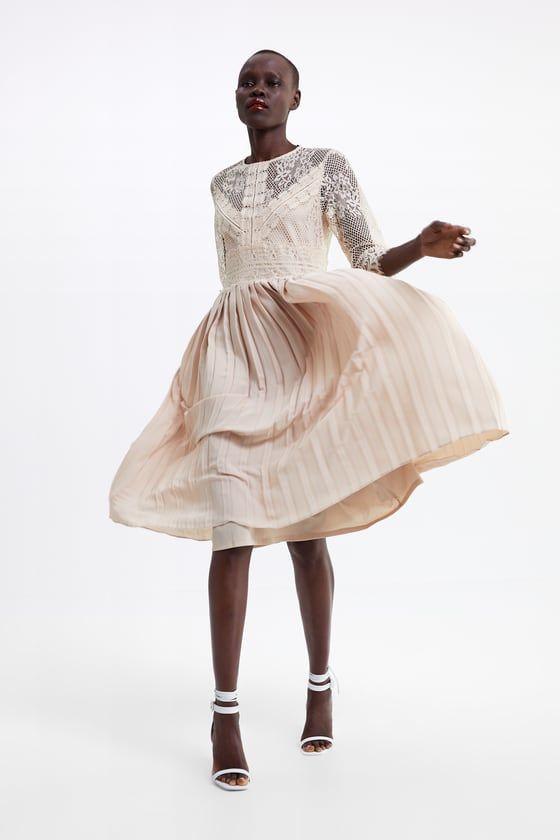 Il vestito di Zara da 50 euro indossato da Camila Raznovich