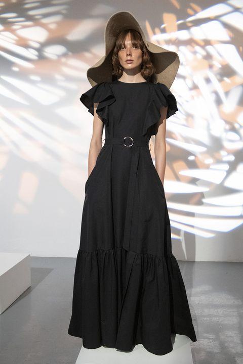 di abiti neri estivi ce ne sono in giro un bel po' ma solo qui trovi la selezione dei vestiti donna neri più trendy delle sfilate con la versione look street style