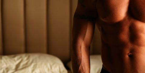 Shoulder, Muscle, Arm, Leg, Human leg, Skin, Joint, Barechested, Thigh, Neck,