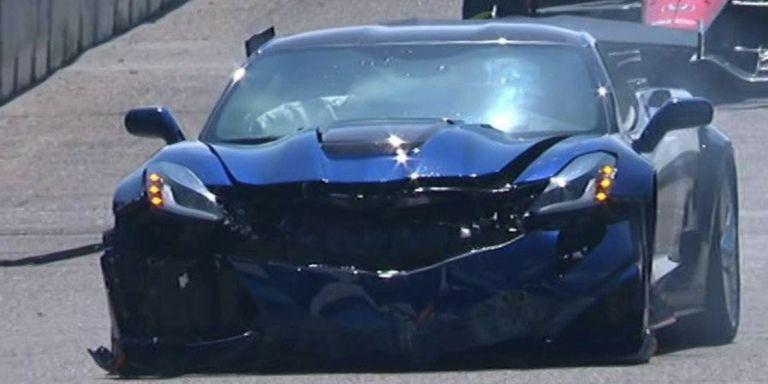 the corvette zr1 pace car crashed before the start of the detroit indycar race. Black Bedroom Furniture Sets. Home Design Ideas