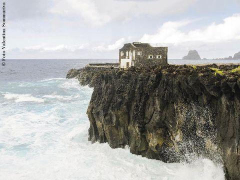 Cliff, Sea, Water, Klippe, Sky, Coast, Rock, Wave, Promontory, Terrain,
