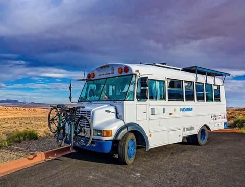 Vicaribus - Traveling Bus Home