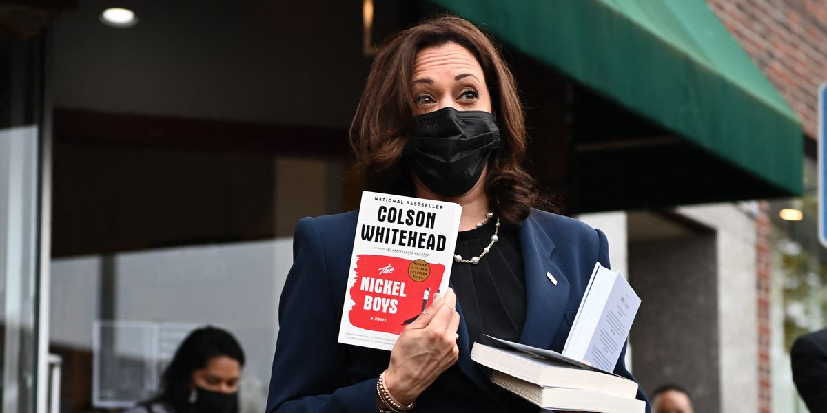 Kamala Harris Made a Surprise Visit to an Independent Book Store in Rhode Island