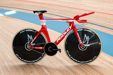 Cycle sport, Track cycling, Bicycle, Bicycle wheel, Vehicle, Cycling, Bicycle racing, Bicycle part, Sports, Bicycle tire,