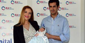 Beatriz Trapote y Víctor Janeiro presentan al pequeño Oliver