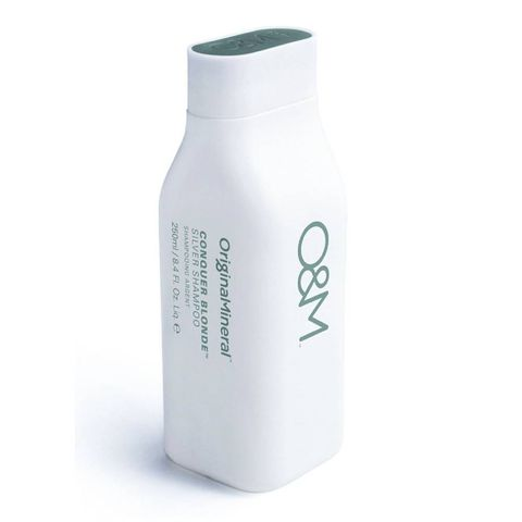 original  mineral conquer blonde shampoo   stap 2   zilvershampoo