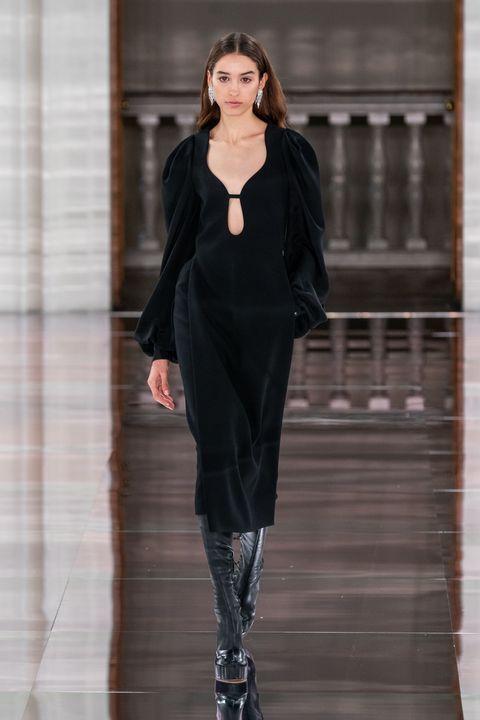 Fashion model, Fashion show, Fashion, Runway, Clothing, Black, Haute couture, Outerwear, Public event, Footwear,