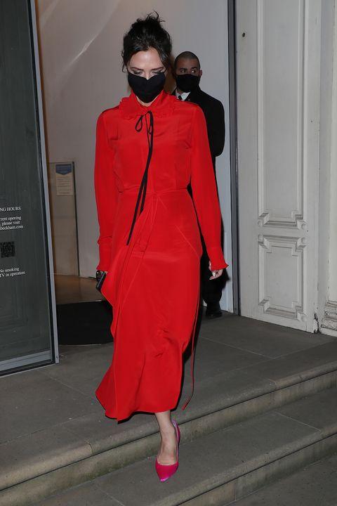 victoria beckham con un vestido rojo