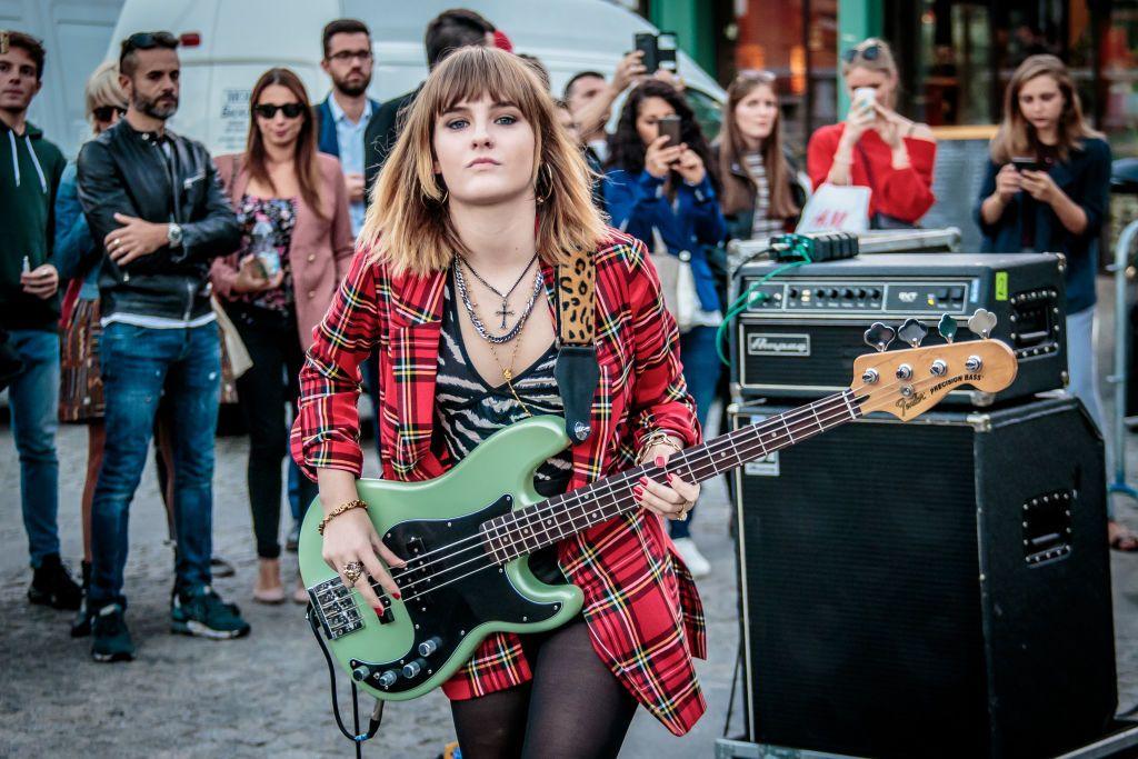Chi è Victoria dei Måneskin, la bassista glamour e grintosa