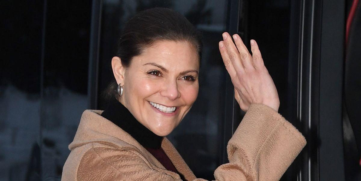 La heredera al trono Sueco se hace con unos de los detalles que más lleva la reina Letizia cuando se pone abrigo.