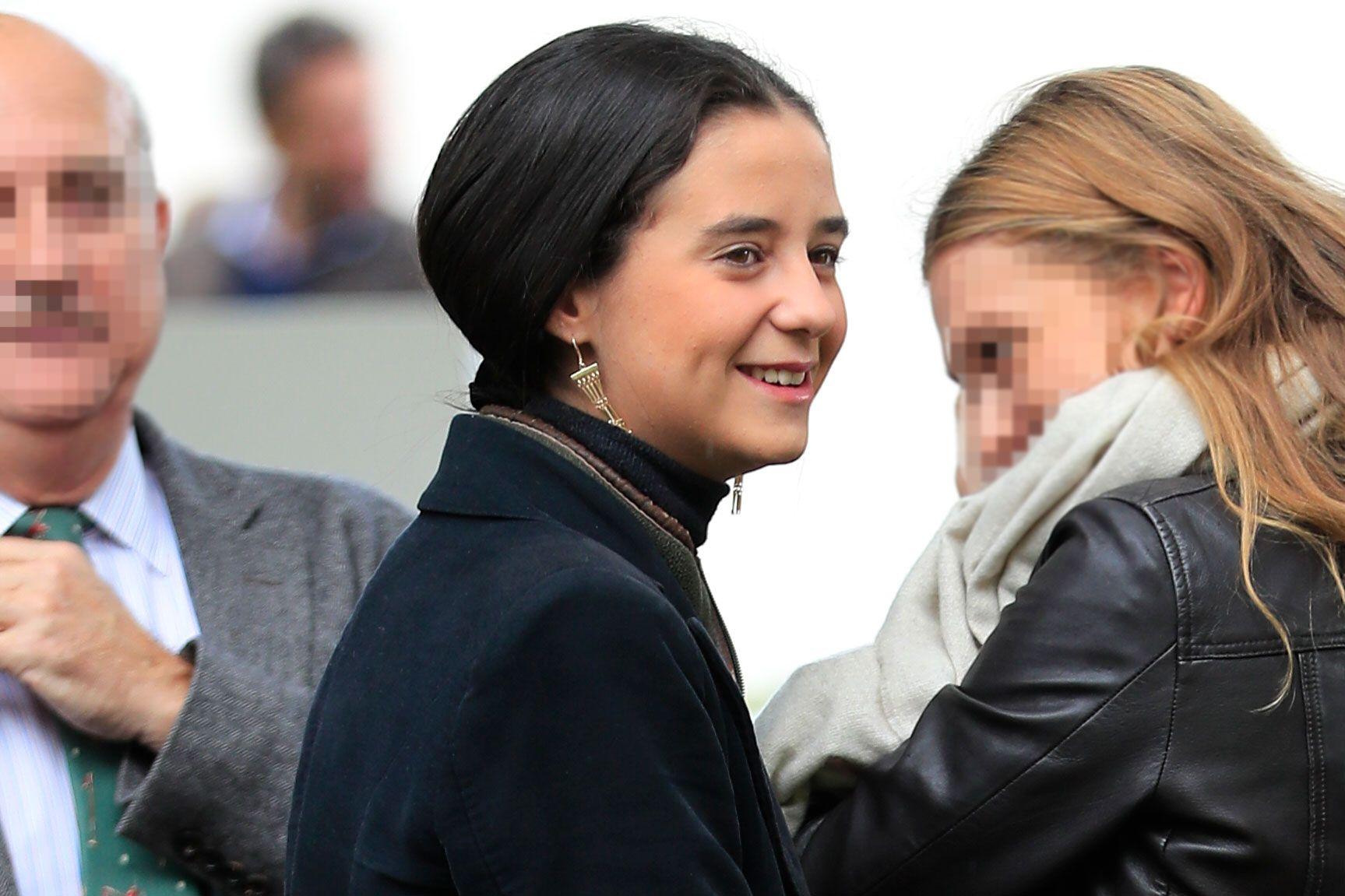 Victoria Federica de Marichalar, feliz en las carreras de caballos con amigas