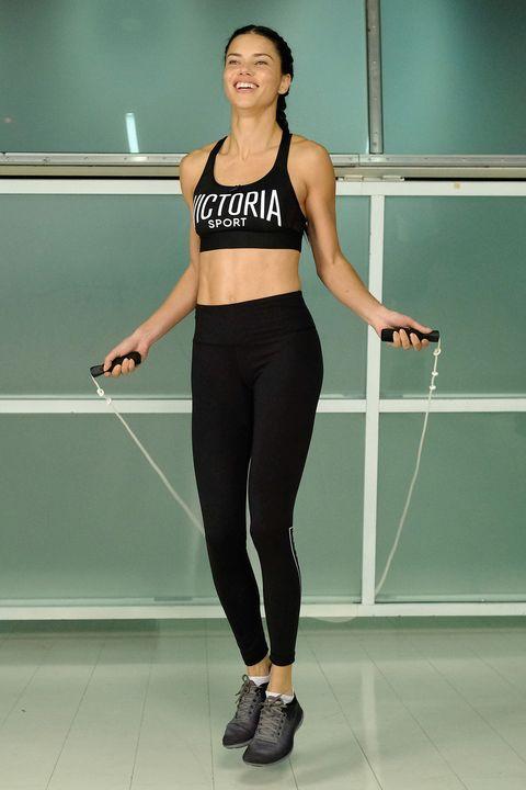 Adriana Lima skipping trend
