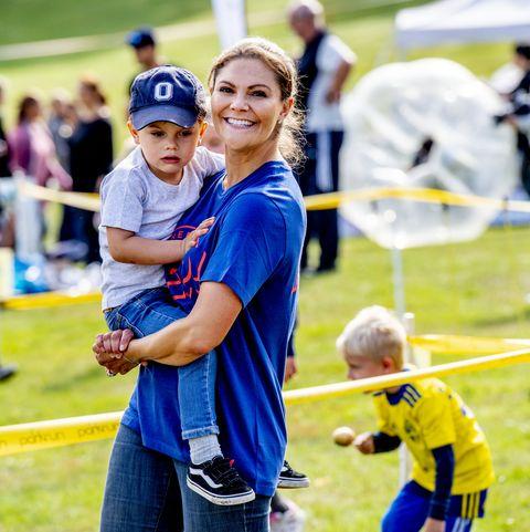 Victoria de Suecia con sus hijos Estela y Óscar