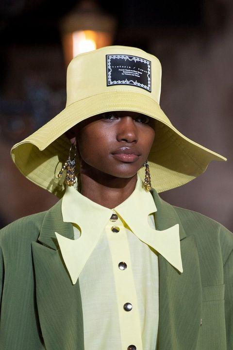 Hat, Uniform, Headgear, Formal wear, Fashion accessory, Costume hat, Suit, Fedora,
