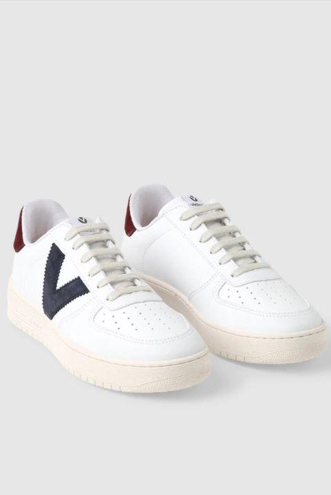 Zapatillas de mujer en piel blanca con logo azul de victoria