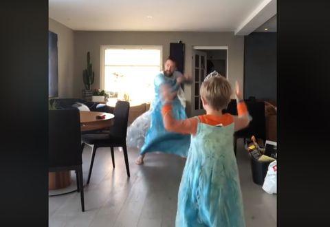 c39420509 El vídeo de un padre con su hijo bailando 'Frozen' que te robará el ...