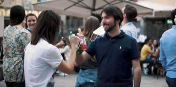 escena del vídeo viral italiano sobre la desescalada