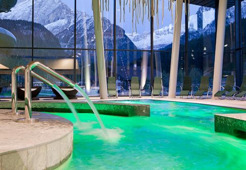 Water, Swimming pool, Leisure, Leisure centre, Fun, Water park, Vacation, Architecture, Resort, Recreation,