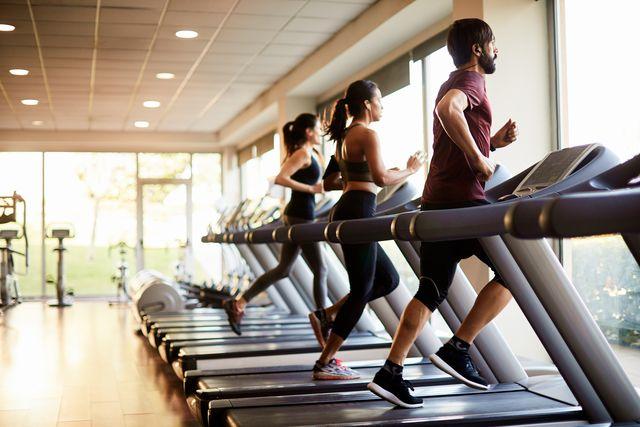cintas de correr en el gimnasio