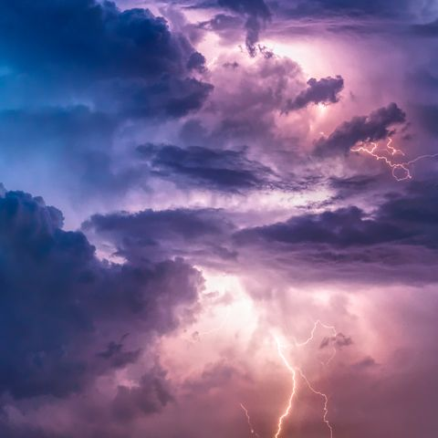 view of stormy sky with lighting
